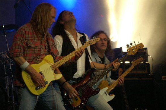 Die Band Quo in Action.