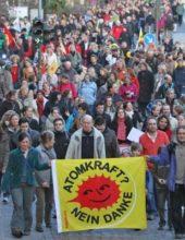 Fukushima mahnt! – Mahnwache zum Jahrestag in Marburg