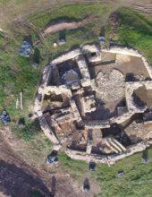 Burgenforscher ziehen Bilanz der Ausgrabungssaison auf der Holsterburg