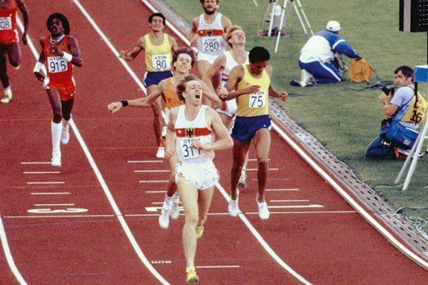 Zieleinlauf Sieger Willi WUELBECK (GER/1.Platz) vor Rob DRUPPERS (HOL/ 2.Platz) und Joachim CRUZ (BRA/3.Platz), hinten rechts Hans-Peter  FERNER (Deutschland/ 7.Platz),  Finale 800m der Maenner am 09.08.1983 Leichtathletik Weltmeisterschaft 1983 in Helsinki vom 07. - 14.08. 1983 ©Sven Simon
