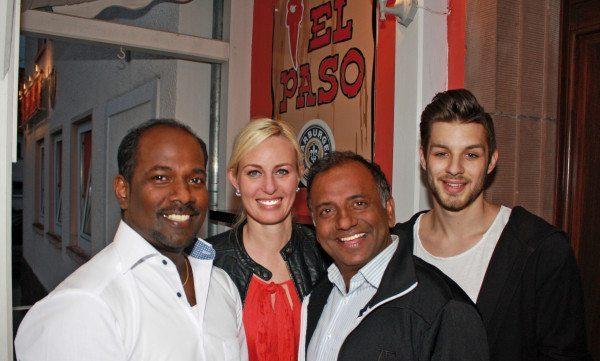 Zur Eröffnung vom El Paso kamen auch Prominente. Mit Inhaber Kuma Jey (links) freuen sich deshalb hier auch Prashant Jaiswal (u.a. Tatort, Stromberg), , Leonie Schneider (Schauspielerin) und Nikolai Haag (Mister Internet 2015)