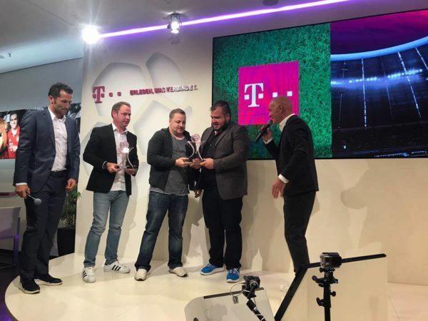 Durrant und Scholz bekommen den Award verliehen