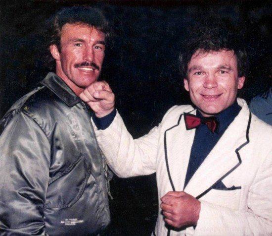 Vor seiner Karriere als DJ und Schlagersänger war Axel Traxel ein durchaus erfolgreicher Boxer. Deshalb trifft er bis heute gerne auch Boxer. Wie hier den deutschen Boxer René Weller vor einigen Jahren.