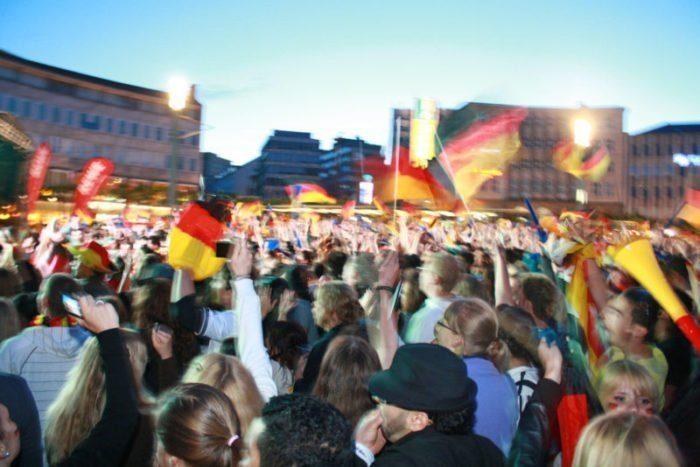Public-Viewing Fußball-WM 2012 in Kassel auf dem Königsplatz