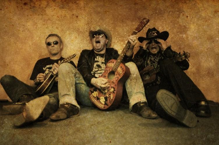 Mandowar aus Wetzlar - Drei Cowboys mit Mandoline, Ukulele und Gitarre bewaffnet.