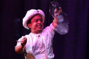 Seifenblasen und Artistik! 1100 und eine Nacht – die Show zum Stadtjubiläum