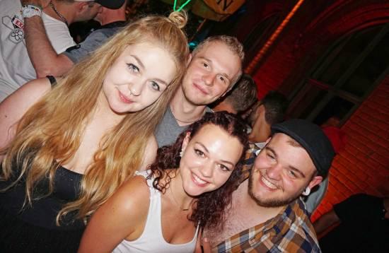Gays, Lesbians & Friends feiern bei der SinnLust Party in Kassel