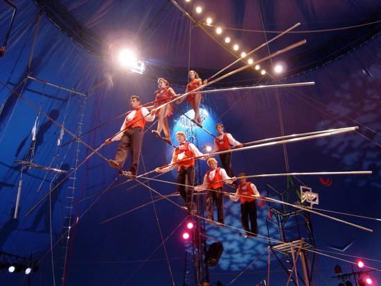 Wallenda Family baut Siebener Pyramide auf dem Hochseil