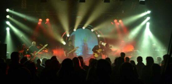 In der Vergangenheit gab es immer wieder tolle Konzerte in Warburg. Wie hier zum Beispiel von Kings of Floyd. Der Kultur-Schatz wird in Zukunft dabei mithelfen, dass es noch weitere interessante Veranstaltungen in Warburg geben wird. | (c) Kings of Floyd Pressefoto