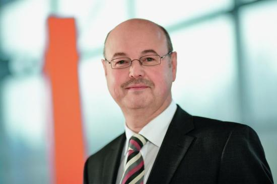 Ulrich Lüke, Leiter der VB Paderborn-Höxter-Warburg in Warburg gibt Sicherheitstipps fürs Online-Banking
