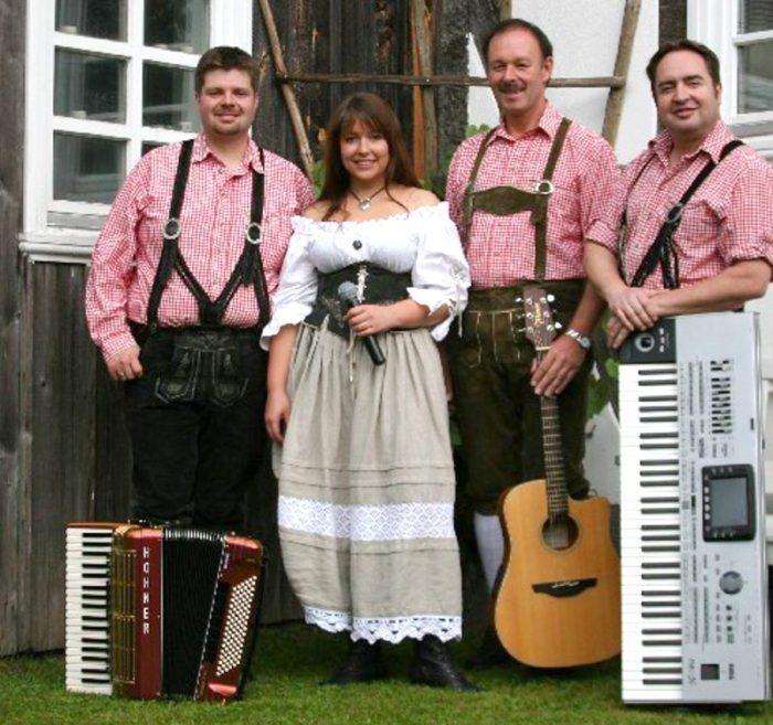 Weindorf! - Treysaer Traditionsfest an der Totenkirche