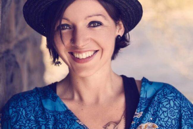 Wenn Nadine Fingerhut Musik macht, dann arbeitet sie sowohl hinsichtlich der Texte als auch der Sounds in Eigenregie.   (c) Boris Seifert