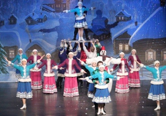 Szene aus einen Theaterstück von Ivushka
