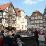Domstadt begrüßt den Frühling – Dichtes Gedränge rund um den Marktplatz in Fritzlar