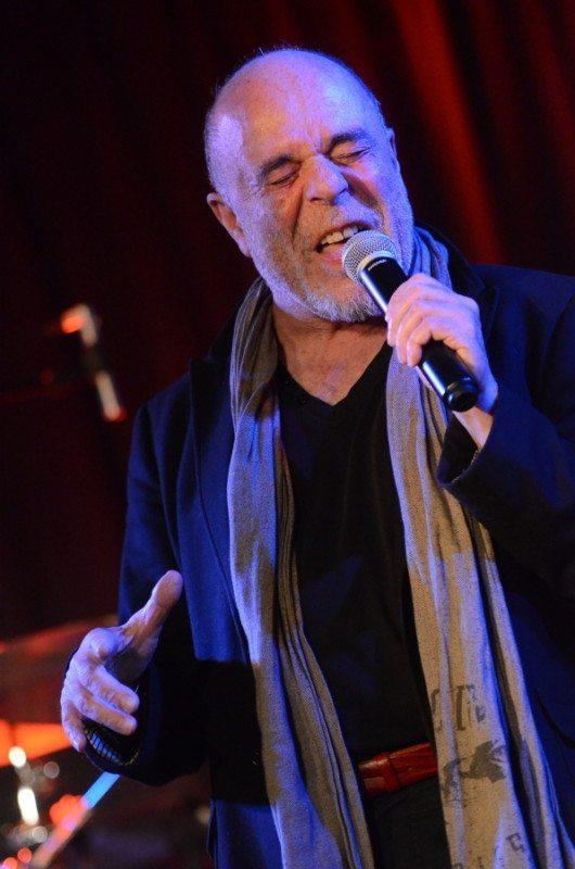 Internationales Flair mitten im Zentrum Paderborns will der Musiker Lothar Pohlschmidt gemeinsam mit seinem Sohn erreichen.   (c) Dietmar Gröbing