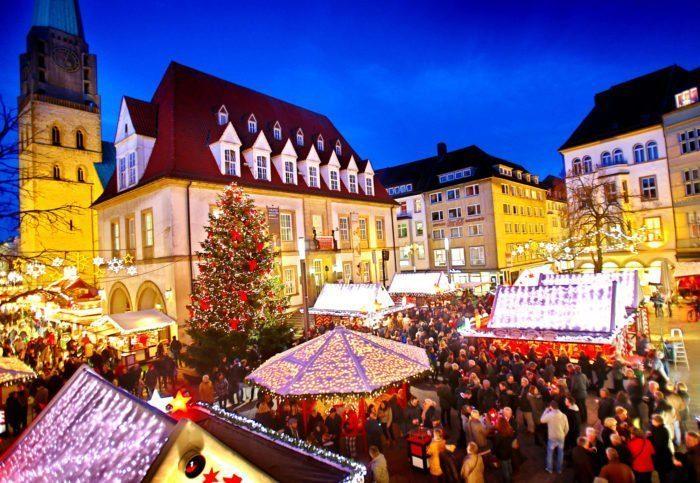 Für den Bielefelder Weihnachtsmarkt bietet der Alte Markt eine stimmungsvolle Kulisse. [www.bielefeld.jetzt], Bild: Bielefeld Marketing/Sarah Jonek