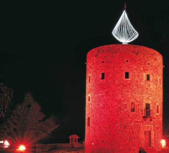 Alle Jahre wieder - Nordhessens größte Adventskerze wird in Homberg (Efze) angezündet