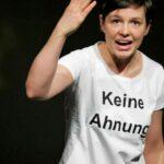 """Dem Schweigen zuwider: Elfriede Jelinek als """"Das schweigende Mädchen"""" in Paderborn"""