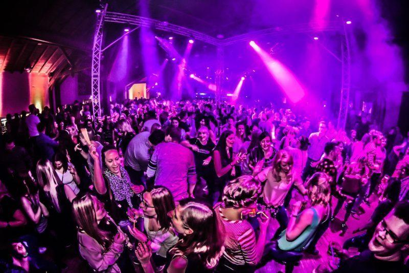 Autokino Partys in der Nähe: Heute, morgen, am Wochenende - Der Autokino-Party-Finder!