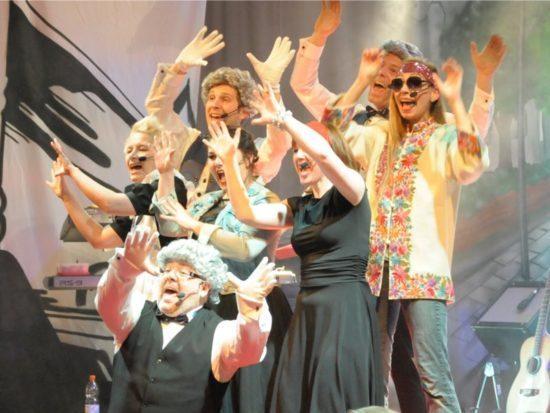 Bei Let it beat! feiern die Darsteller die Songs der Beatles (Bilder von Jörn George, Werbeagentur Perspektive)