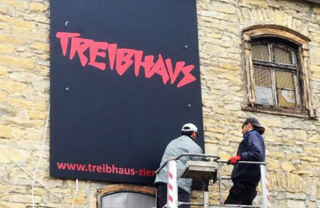 Wieder Events und Konzerte im Treibhaus Zierenberg: Das neue/alte Logo vom Treibhaus Zierenberg hängt schon!