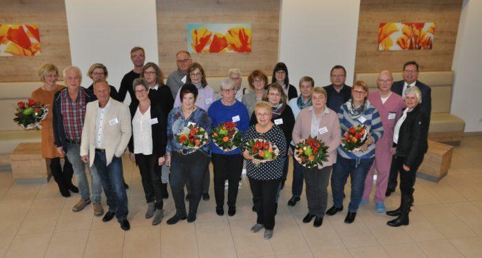 Ehrungen und Verabschiedungen bei der KHWE: Geschäftsführung und Mitarbeitervertretung drückten langjährigen und scheidenden Mitarbeitern ihren Dank und ihre Anerkennung aus.