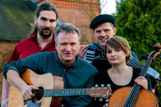 Die Grenzgänger. Von links nach rechts: Frederic Drobnjak, Michael Zachcial, Felix Kroll, Annette Rettich. Foto: Helena Wuttke
