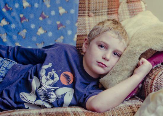 Welt-Aids Tag 2018: Auch viele Kinder leiden unter der krankheit, die durch die richtige Behandlung gut eingedämmt werden kann. Dafür muss Betroffenen eine Versorgung aber möglich gemacht werden.