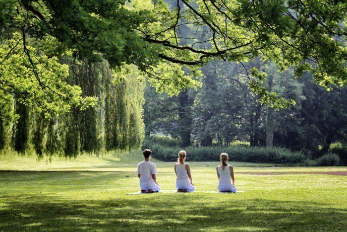 Yoga im Park - Besucher des Gräflichen Park Grand Ressort erleben Erholung und Entspannung. ©Gräflicher Park-HHamann