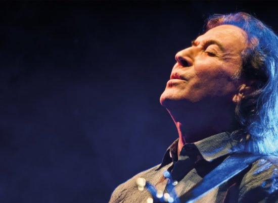 Albert Hammond geht auf Songbook-Tour , in welcher er seine eigenen Hits und Lieder, die er für andere geschrieben hat, singen wird.