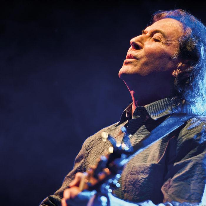 Albert Hammond geht auf Songbook-Tour , in welcher seine eigenen Hits und Lieder, die er für andere geschrieben hat, singen wird.