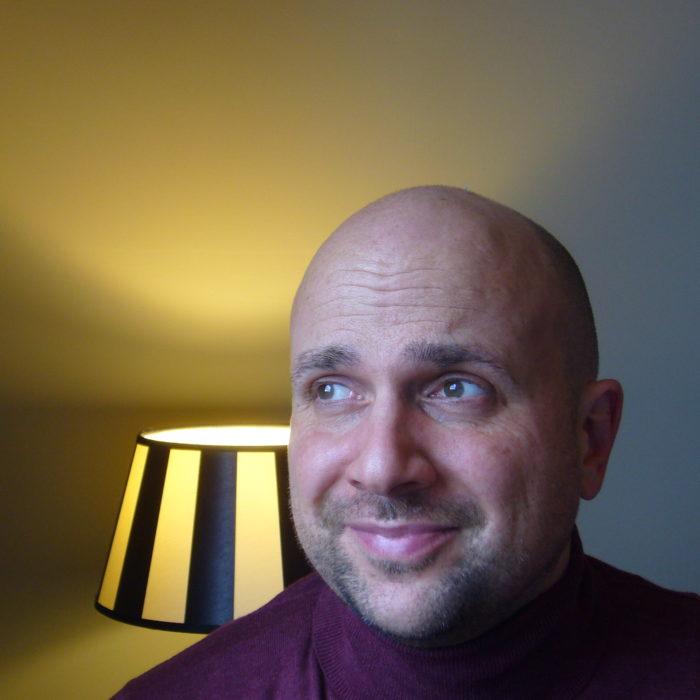 Emlin Borkschert liest in Hofgeismar aus seinem Buch Rabenvatersorgen vor