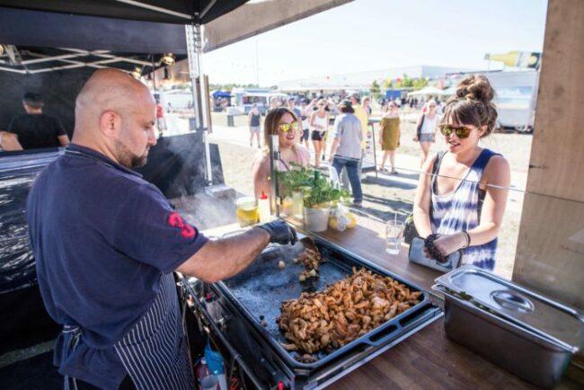 Ob Burger, Hot Dog oder Insekten, das alles und viel mehr gibt es beim Street-Food-Festival im Kongress Palais Kassel. (Quelle: www.streetartevent.com)