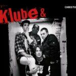 Klube & The Bates – Wie ein Dorfpunk zum Rockstar wird und 1 Million Platten verkauft