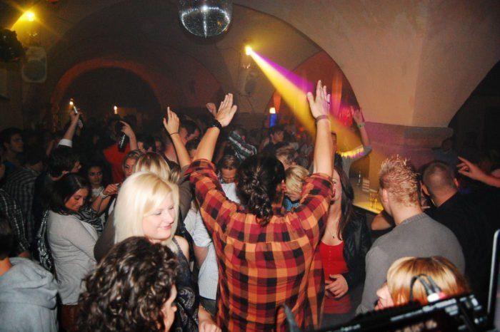 Neustart beim Club M: Back in time mit DJ Cube!