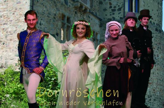 """Die Märchen-Komödie """"Dornröschen: schon wieder verschlafen"""" wird als Open-Air-Theater im Sommer auf der Sababurg vorgeführt"""