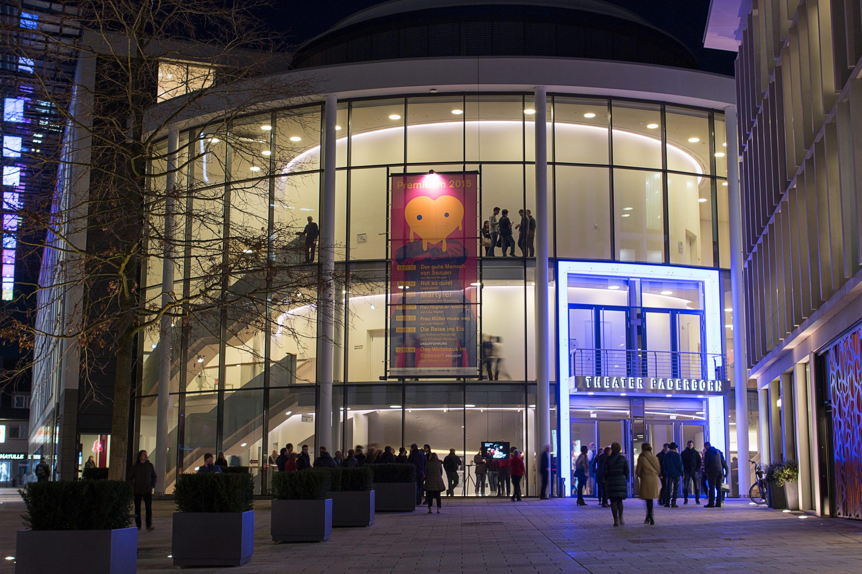 Theater PaderbornAußenansicht (c) Tobias Kreft