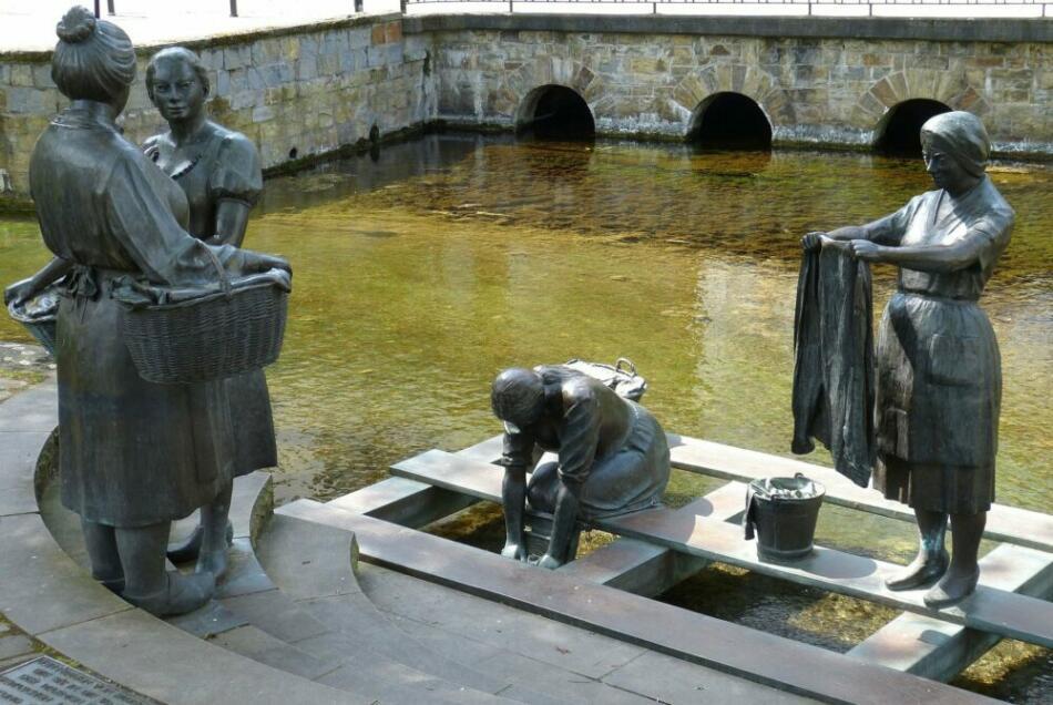 Was ist los in Paderborn - Ausgehtips für Paderborn - Ausflugsziele - Sehenswürdigkeiten in Paderborn - Brunnen - Skulptur - (c) falco auf Pixabay