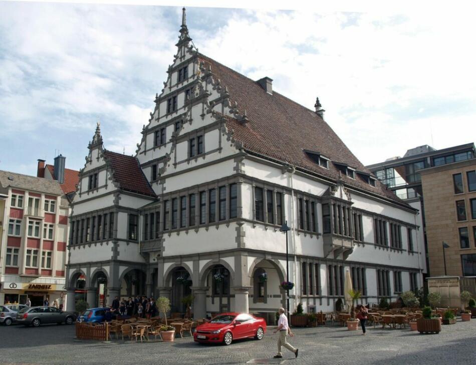Was ist los in Paderborn - Ausgehtips für Paderborn - Ausflugsziele - Sehenswürdigkeiten in Paderborn - Historischer Rathaus (c) markus11 auf Pixabay