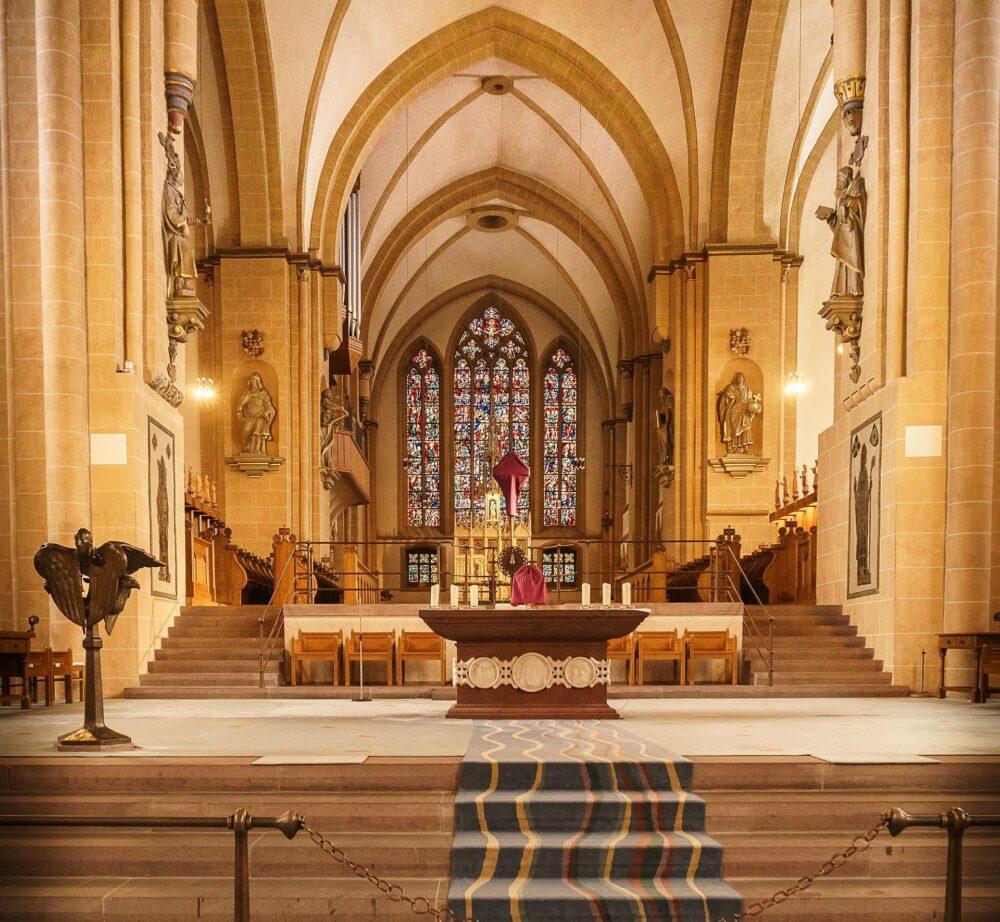 Was ist los in Paderborn - Ausgehtips für Paderborn - Ausflugsziele - Sehenswürdigkeiten in Paderborn - Kirche - (c) Gustav Sommer auf Pixabay
