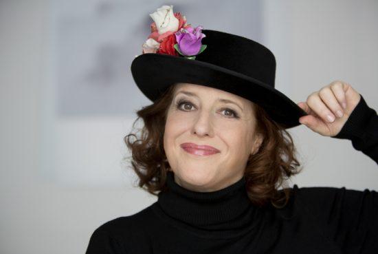 Mamma mia Bavaria: Luise Kinseher beim 21. Marburger Kabarettherbst im KFZ