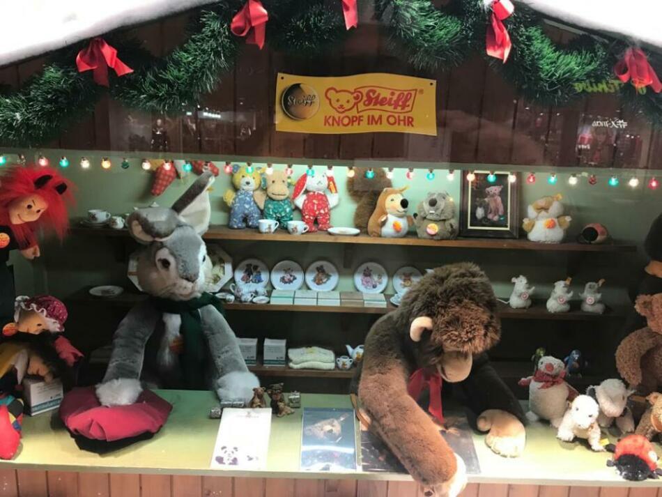 In Kassel sind die Bären los! - Steiff-Winterwelten in den Kaufhof-Schaufenstern