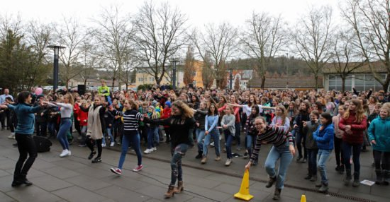 "Philippinum und Stadt Marburg organisieren ""One Billion Rising"""
