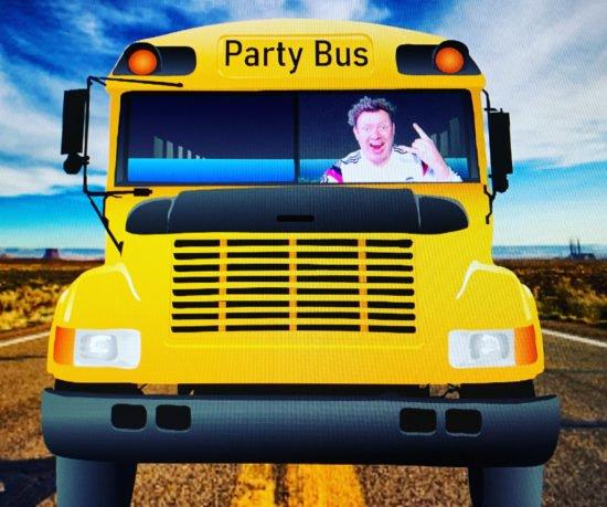 """Meeeeep, meeep: DJ Sventastic streamt mit seinem """"Party-Bus"""" jetzt eine interaktive Show auf Twitch!"""
