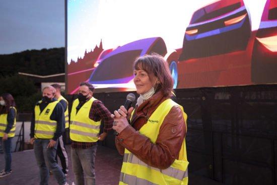 Die Betreiber des Autokinos Marburg sagen Danke - Cineplex-Geschäftsführerin Marion Closmann (vorne von rechts), Schaker Hussein