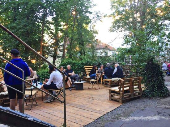 Hugenottenhaus & Perle 2 in Kassel: Ausstellungen, Kunstaktionen, Café, Biergarten und Events