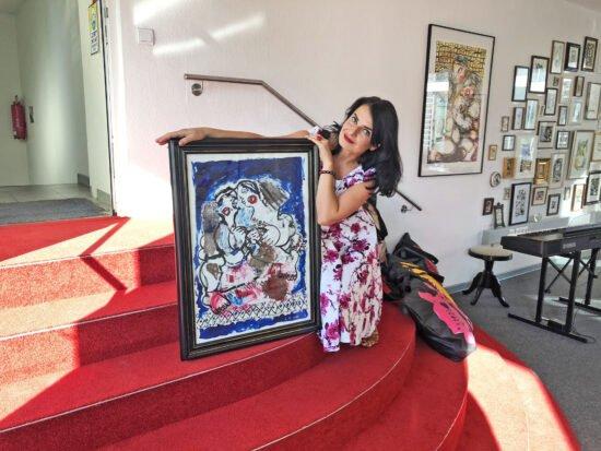 Ukrainische Künstlerin Oksana Kyzymchuk präsentiert ihre Ausstellung »Rote Treppe« in Kassel