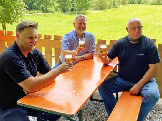 Franz Axel Kohlschein,Michael Kohlschein,(Geschäftsführer der Warburger Brauerei) undWilli Sommer(Geschäftsführer ProMediaWarburg, v.l.) - Inzwischen wird dort einiges an Live-Musik geboten.