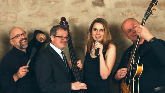 Sind für Jazz & Blues beim Open-Air-Konzert in der Lindenmühle Burguffeln zuständig: Chilli Blue um Sängerin Michaela Mühlenbein