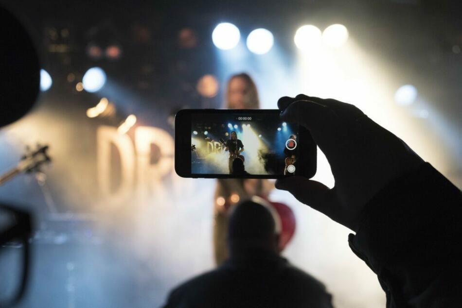 Konzert - Smartphone - Hier findest Du aktuelle Tipps für Live-Event heute, morgen, am Wochenende - Fredrik Solli Wandem für pixabay